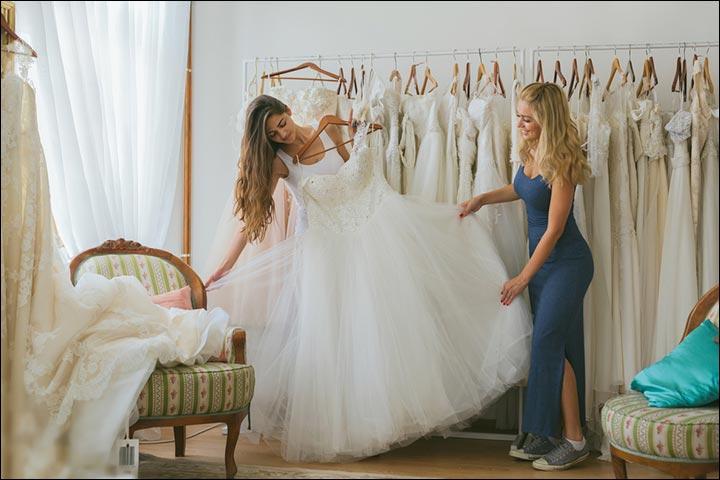 mariée et demoiselles d'honneur cherche des robes pour mariage