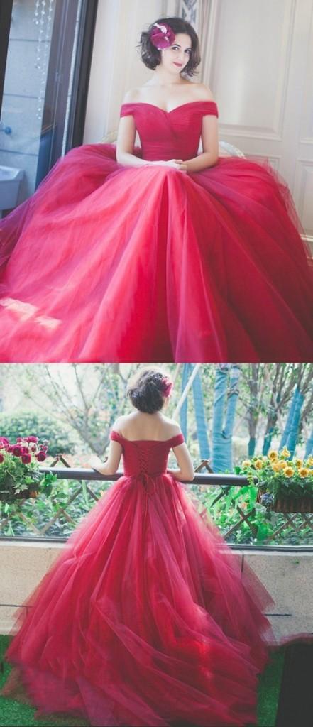 robe de mariée rouge longue épaule dénudée