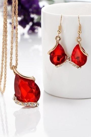 collier de strass bordeaux rouge pour robe de soirée