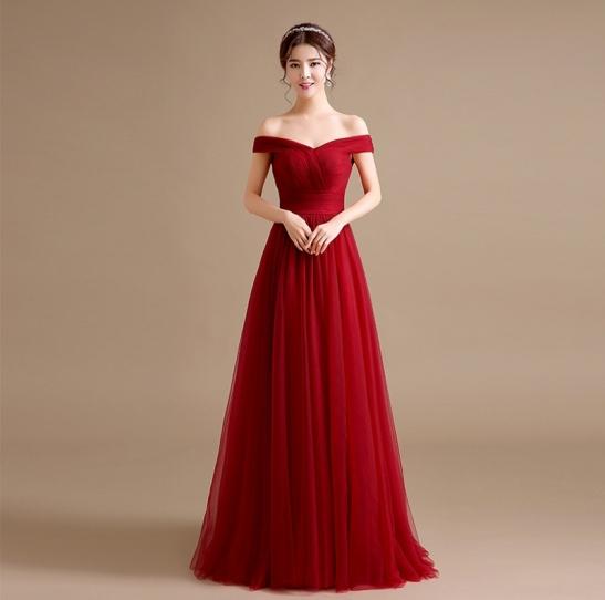 robe de mariée rouge en tulle princesse épaule dénudé