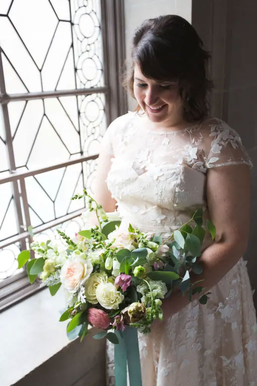 robe de mariée courte dentelle florale 3D
